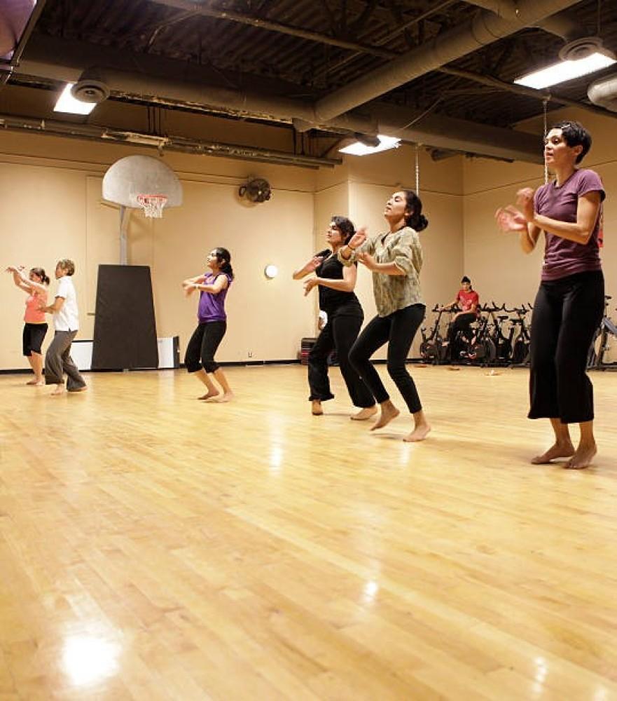 bolllywood dancers.jpg